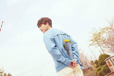 在「孤独房」里被自己的照片洗版一年! SJ圭贤终于现身:「为了纪念退伍,上传一张照片作为礼物吧!」 - KSD 韩星网 -116621-734203
