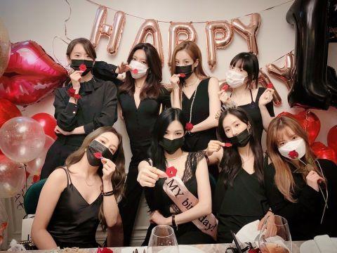 庆祝出道13周年!Tiffany公开少女时代8人合体影片❤