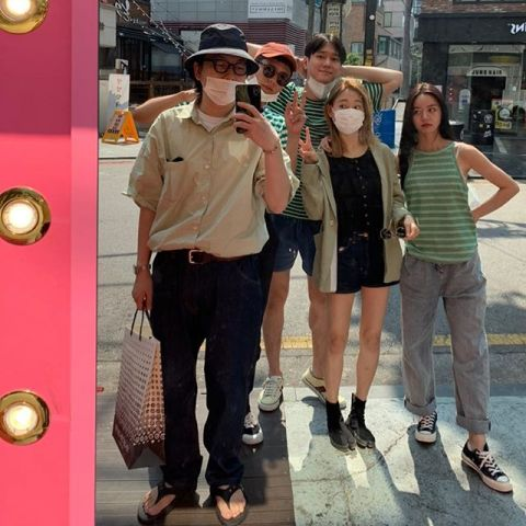 「双门洞」的温暖友情!《请回答1988》惠利、朴宝剑、高庚杓、李东辉、柳惠英相约见面啦!
