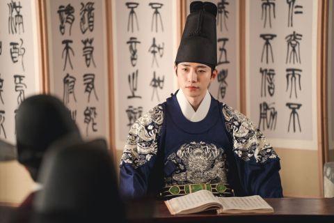 《衣袖红镶边》挑战挑剔傲慢的完美王世孙!李俊昊:「付出许多的努力,希望观众喜欢我穿衮龙袍的样子」