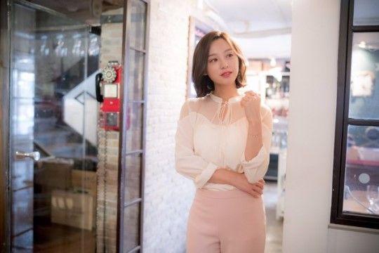 金智媛在《太陽的後裔》中飾演醫官尹明珠