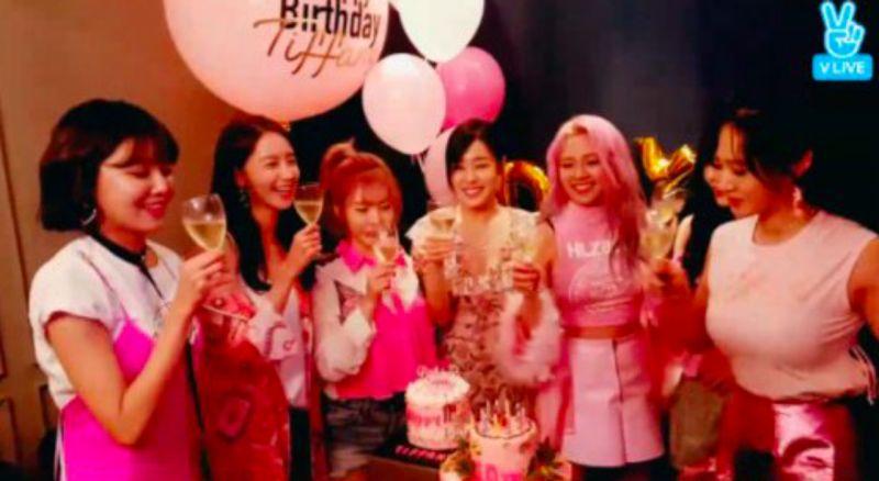 我們永遠是少女時代!直播慶祝10週年玩High