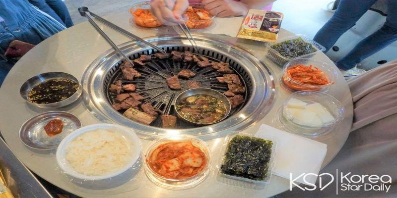 又一個家鄉味!《新村站著吃烤肉》海外一號店就在台北!