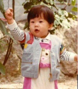 这个可爱小男孩是谁?      从小就有时尚打扮细胞