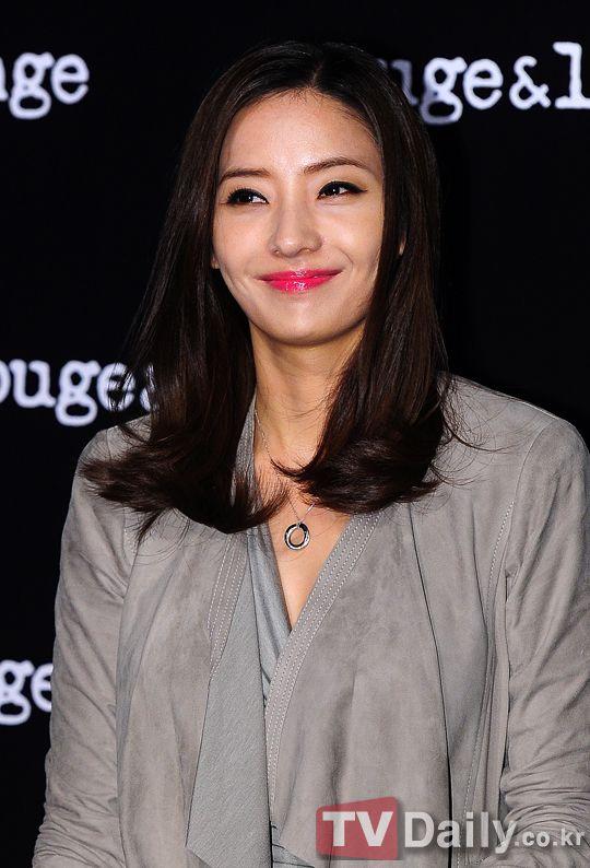 韓彩英結婚6年成功懷孕