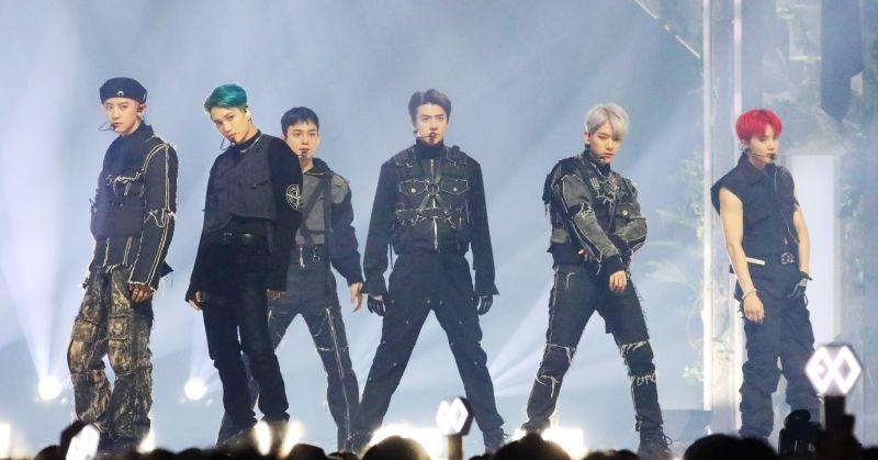 EXO 蟬聯各大單週榜冠軍 已累積兩座音樂節目獎盃!