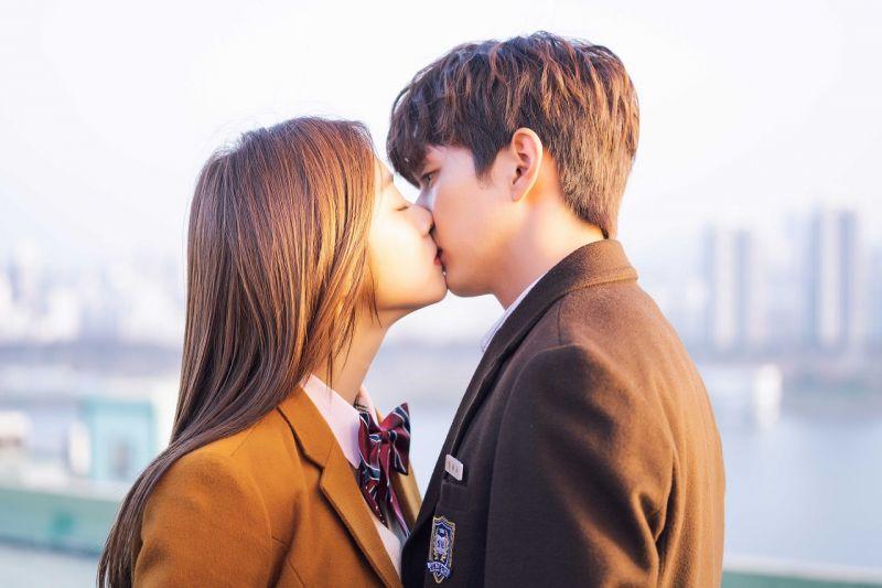 【KSDx纬来戏剧台】想知道再次与初恋重逢...但他是回来复仇的故事吗?