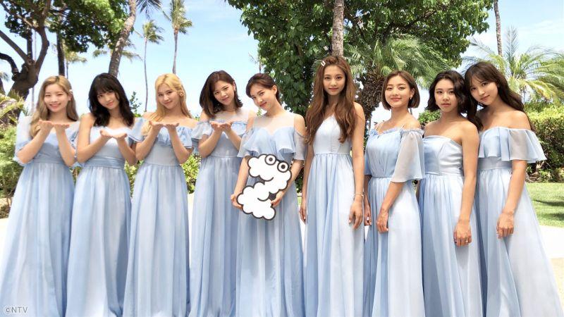 排场够大!「地表最强伴娘团」TWICE现身夏威夷为ONCE新娘送上惊喜!