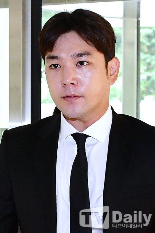 Super Junior强仁赴法院出席公审 因二次酒驾被起诉