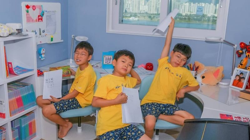 三胞胎開學啦!大韓民國萬歲在家上網課