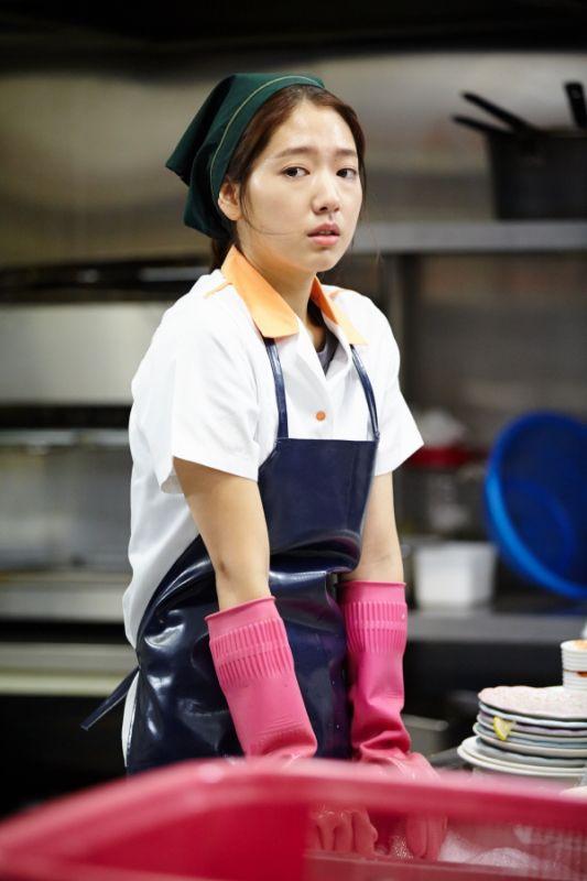 朴信惠拍攝《繼承者們》首場戲 穿邋遢工作服展顏一笑