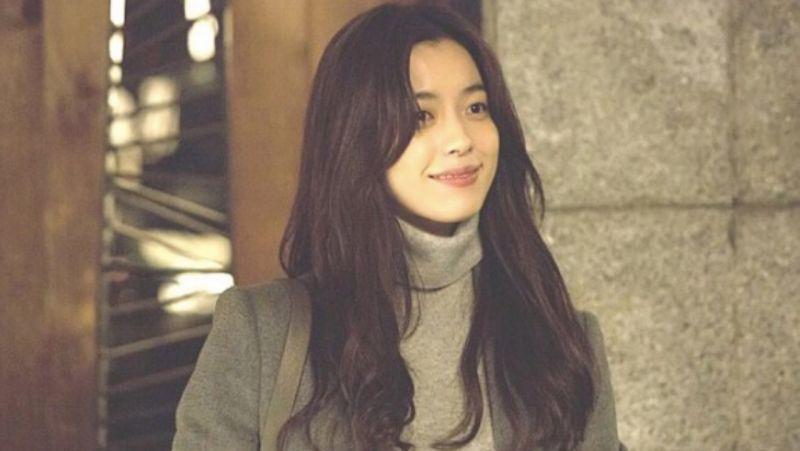 「真的太有女人味了♥」来回顾韩孝周在电影《爱上变身情人》中经典场面:铅笔扎头发