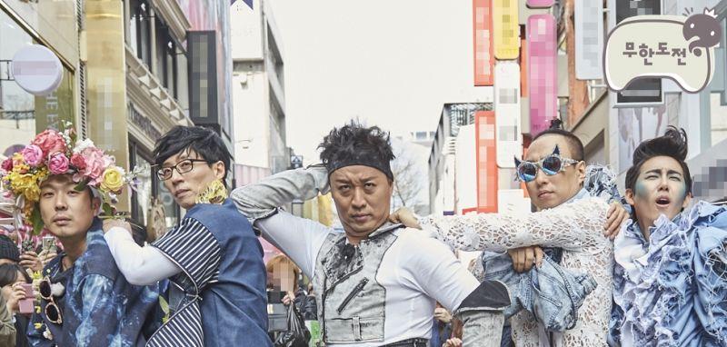 《无限挑战》出奇招守收视率 亲设计服装街头走秀