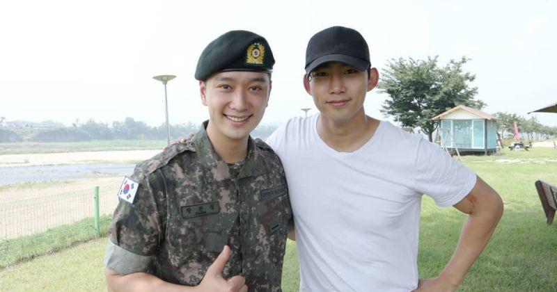 2PM 的義氣!三哥玉澤演去軍營探班黃燦盛
