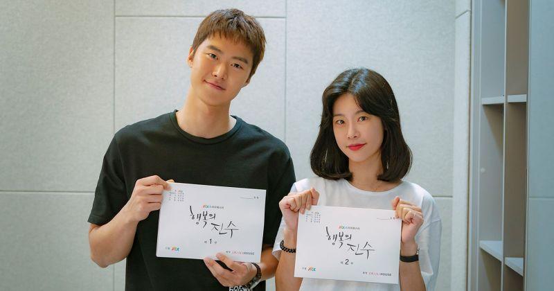 素珍&孔明攜手追尋日常中的小確幸 JTBC 浪漫喜劇《幸福的晉秀》公開劇本初讀現場!