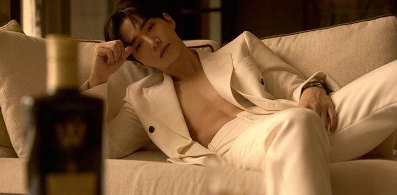 2PM李俊昊最新寫真也太慾了!IG限動發言有夠撩:「和我一起喝酒or喝我」