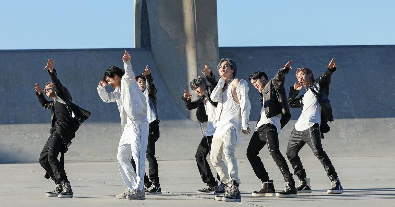BTS防弹少年团缔造史上最高首周销量 今晚回归音乐节目!