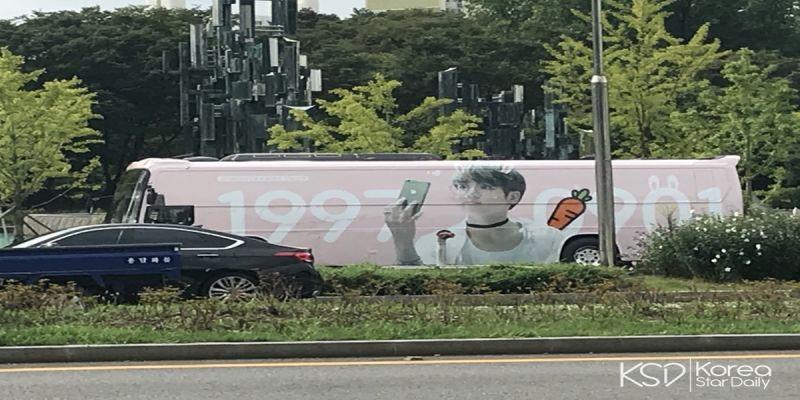現場直擊!防彈首爾應援看版、巴士、旗幟