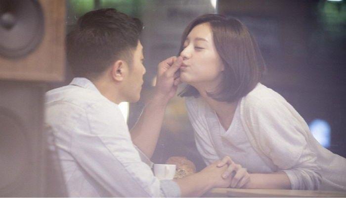 《太陽的後裔》救援CP重現經典的泡沫之吻?!