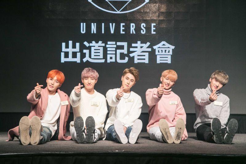 UNIVERSE 世界少年       出道記者會現場演唱中文出道歌曲