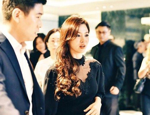 宋慧喬出席香港PRADA開幕酒會 蕾絲裙裝魅惑性感