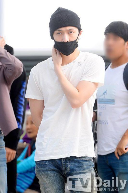 LAY机场昏倒被送医 EXO取消出行计画