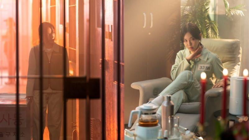 《The Penthouse 3》版的機智牢房生活!柳真&金素妍囚服劇照公開,「千瑞璡」的牢房還有沙發椅 XD