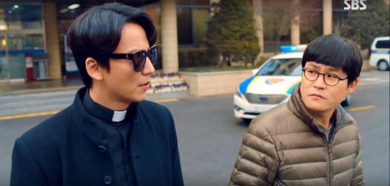 【《熱血祭司》特輯】「金神父」金南佶&「具刑警」金成均關係「很可疑」?拍攝時兩人就像情侶般難分難捨!