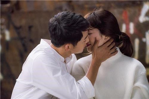 《太陽的後裔》攝影導演:宋宋CP唯美吻戲拍了不下百次