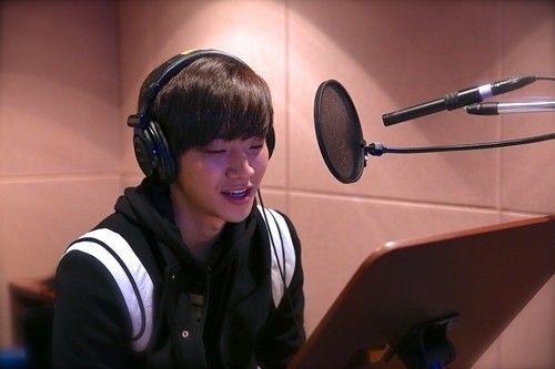 2PM俊昊为电影《恐怖直播》担当画面解说旁白