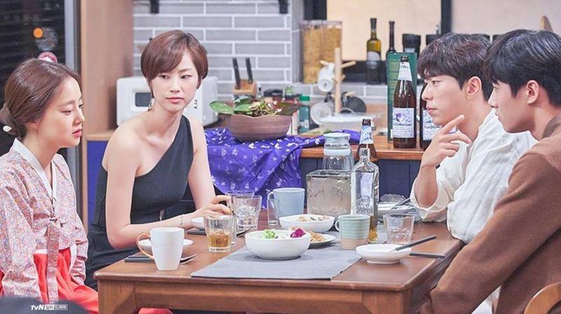 《鸡龙仙女传》最新剧照,文彩元、尹贤旻、徐志焄、全秀珍四人晚餐,气氛超紧张?