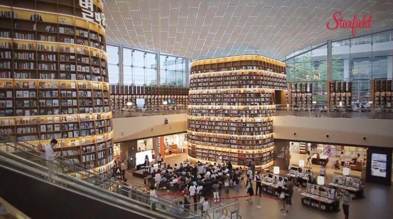 韩国首尔超浪漫 COEX MALL「星空图书馆」 巨型书架惊为天人!气氛美到让人以为在拍韩剧啊…