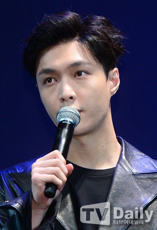 「別再說偶像不敬業了!」EXO LAY為演唱會再赴日