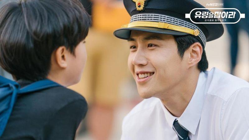 tvN新劇《抓住幽靈》公開金善浩大展暖男笑容的警察班長值勤劇照