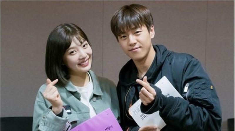 《她爱上了我的谎》李玹雨&Joy情人节认证照公开!发射爱心~