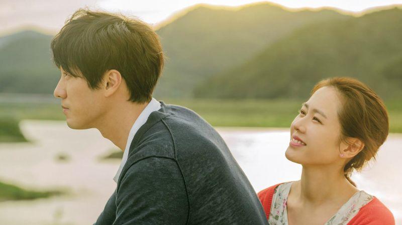 等不及了!《現在,很想見你》上映倒數兩週 孫藝珍大秀與蘇志燮的可愛閃照
