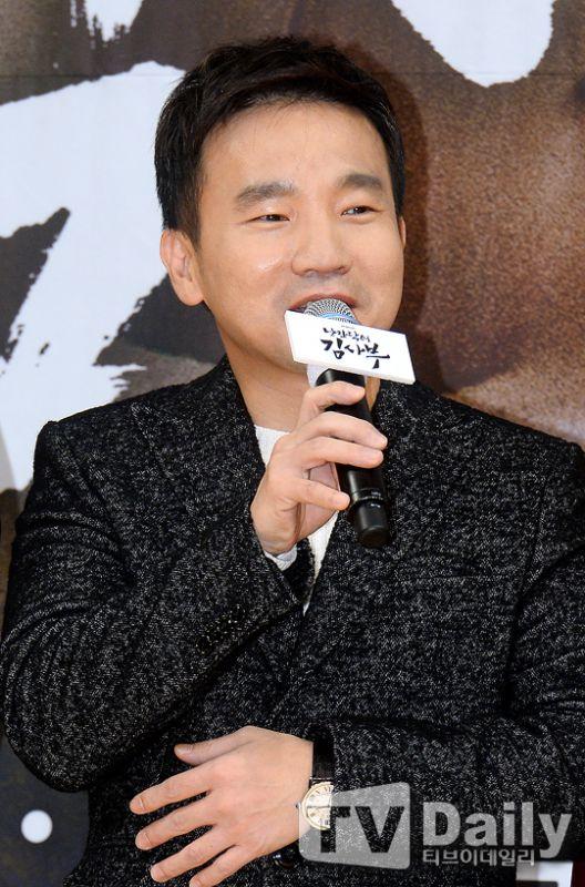 《浪漫醫生金實福》發佈會 韓石圭暌違21年再演時裝劇:編劇深意感動人