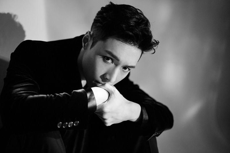 EXO LAY 《LOSE CONTROL》韩国预售量破20万创纪录