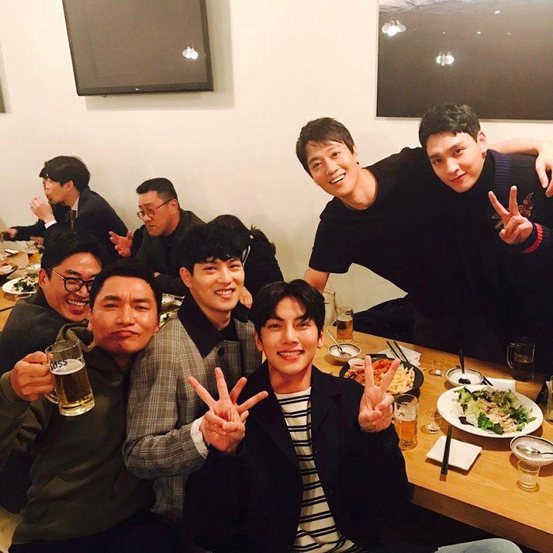 池昌旭、李宗泫和崔泰俊等人应援电影《监狱》 於SNS分享聚餐照片!