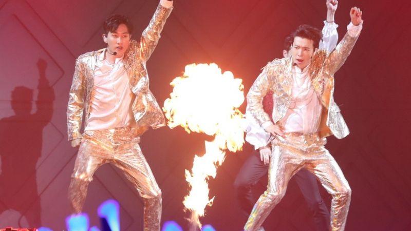 Super Junior D&E 香港演唱會和粉絲互稱「大叔」、「阿珠媽」