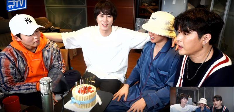 《圭TV》与SJ一起迎接生日、开3小时直播!谈到粉丝送礼:「万一用了彼此的礼物,粉丝会不会生气呢?」