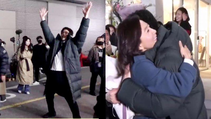 朴海俊在《夫妻的世界》杀青片场感到超痛快!演员们跟著他向金喜爱求拥抱❤