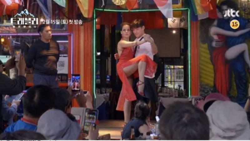 【有片】《Traveler 2》性感女舞者緊貼熱舞,姜河那嚇到緊閉雙眼XD