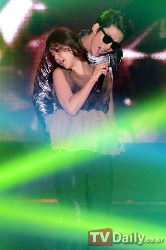 2PM玉澤演與白智英同台熱唱《我耳邊的CANDY》