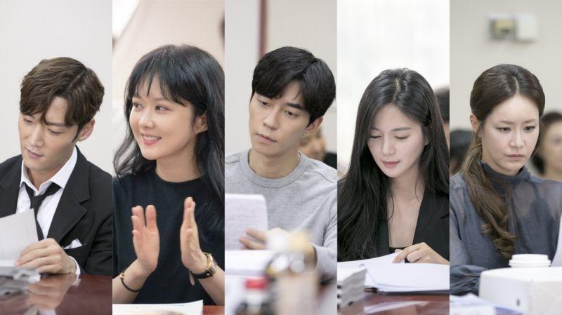 SBS新水木劇《皇后的品格》劇本練習照公開!主演崔振赫、張娜拉等均出席