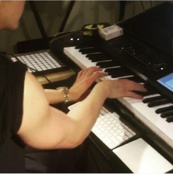 創作音樂的朴燦烈?關注點是肌肉手臂!