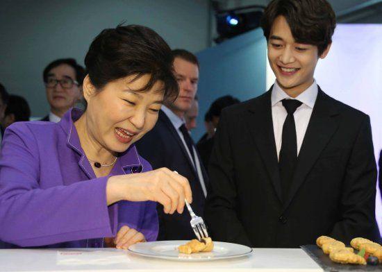 SHINee珉豪称赞朴槿惠总统皮肤好 宣传韩国化妆品