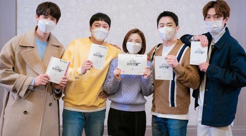 《机智医生生活2》终於定档6月17日播出:看阅读剧本时这些熟悉的面孔实在等不及啦!