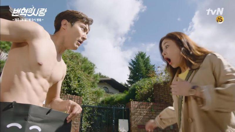 《卞赫的愛情》雖然崔始源裸露畫面真的好犧牲 但也讓觀眾們大飽眼福啦~!