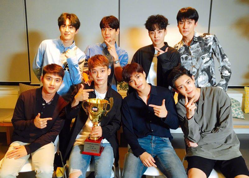 EXO《Power》连夺两个一位  后续专辑摘Gaon周榜冠军